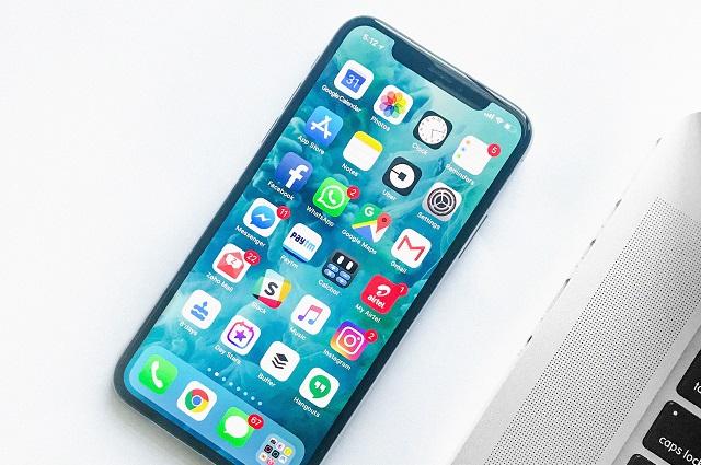 Tanie smartfony do 300 zł. Czy opłaca się kupować używany telefon?