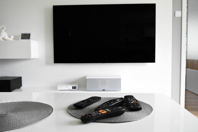 Jak sparować telefon z telewizorem?