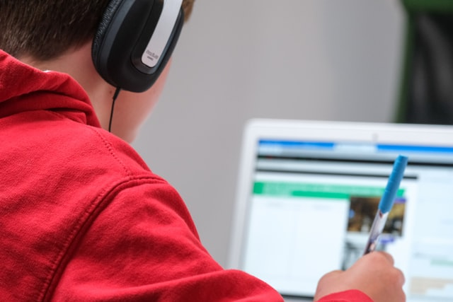 Jaki laptop dla dziecka do nauki zdalnej, jaki wybrać?